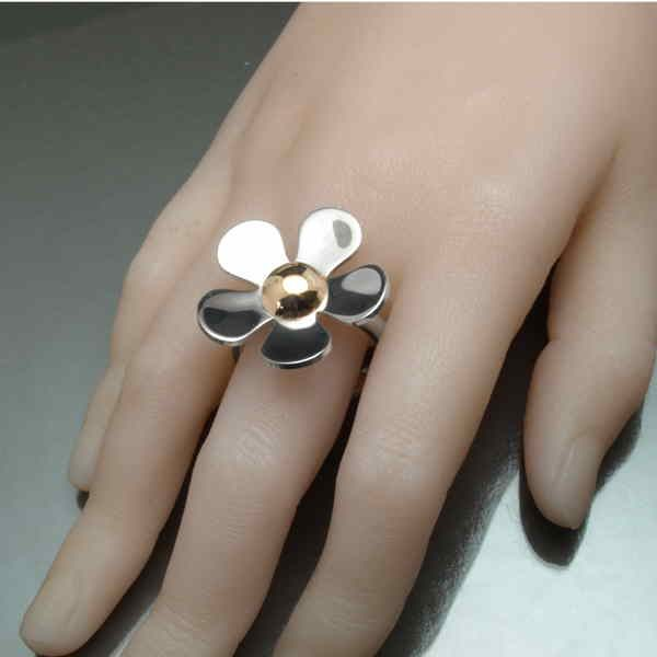 Large daisy ring on hand