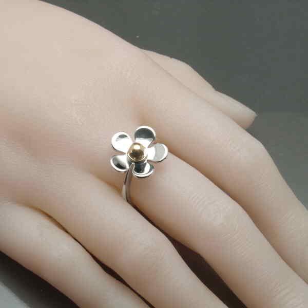 Small daisy ring on hand