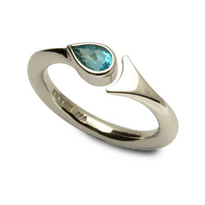 Fishtail ring with blue topaz