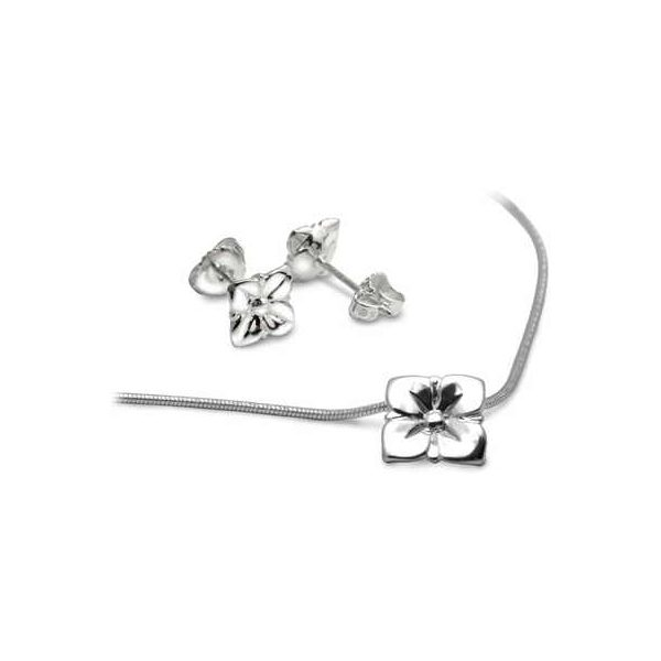 Silver flower jewellery collection