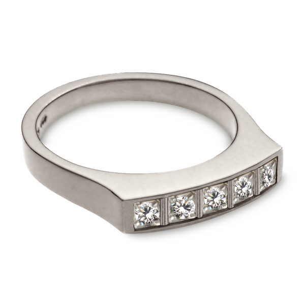 White gold and diamond dress ring