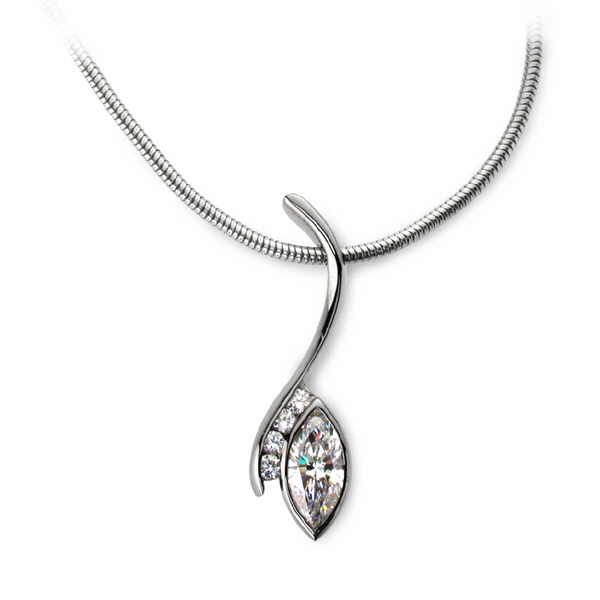 Diamond swerve necklace with marquise diamond