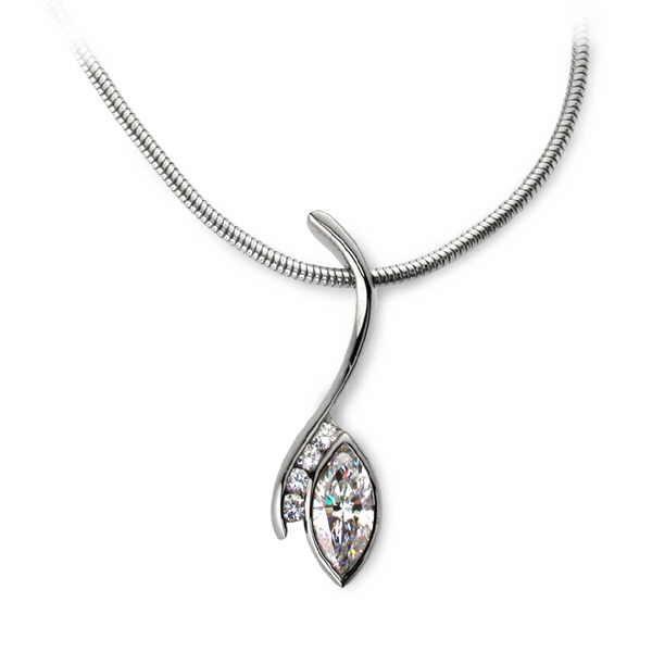 Diamond swerve necklace with marquise diamond