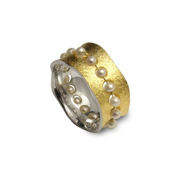 Pearl and silver ring with gold plate