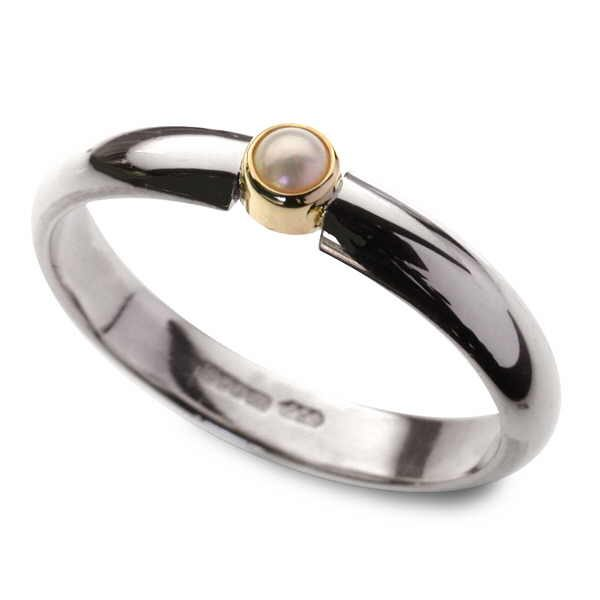 Pearl ring in silver and gold