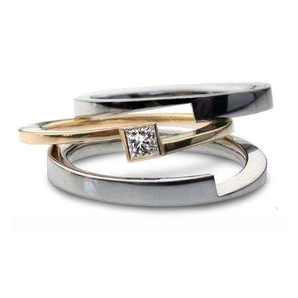 Three part princess diamond ring spread