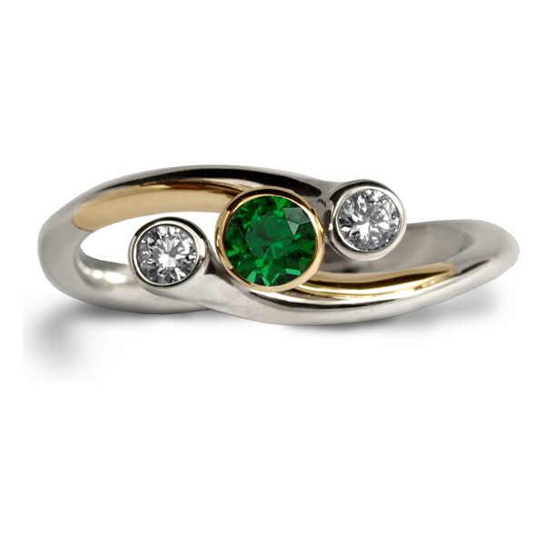 Tsavorite swerve ring