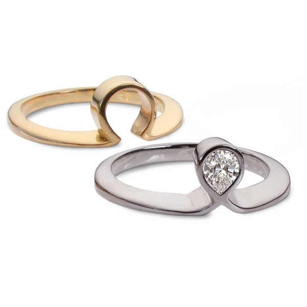 Pear diamond ring set, split