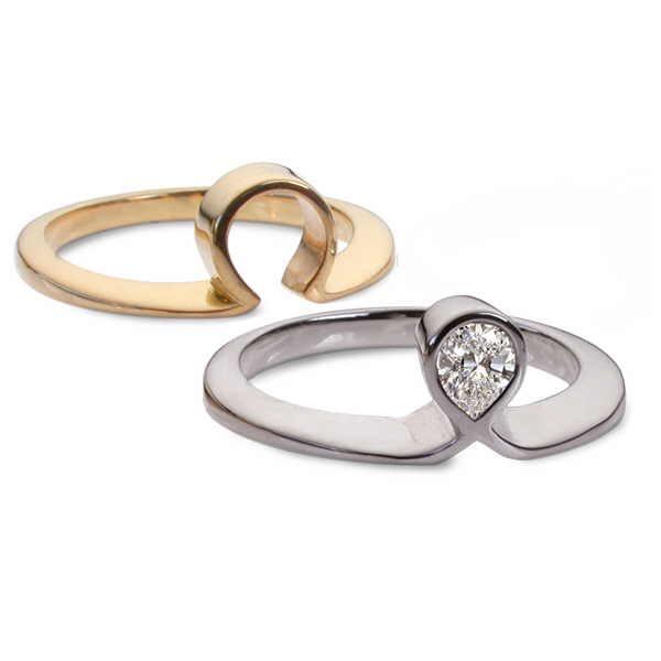 Pear diamond ring set, split