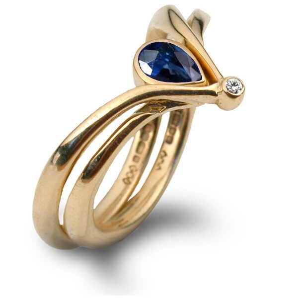 Blue sapphire neptune ring in gold